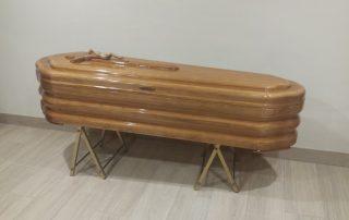 Ataúd o féretro Maderarte egipcia clara - Funeraria Romero