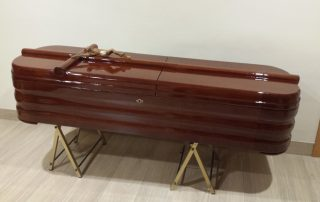 Féretro modelo básico americano - Funeraria Romero
