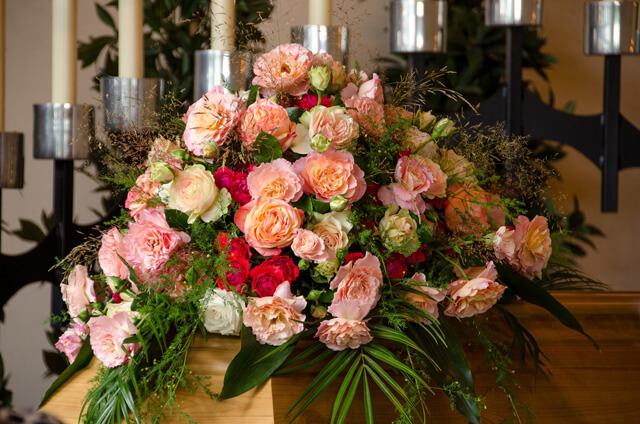 Adornos florales en Funeraria Romero