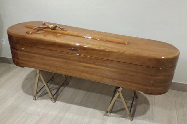 Gran variedad de féretros, urnas y relicarios en Funeraria Romero